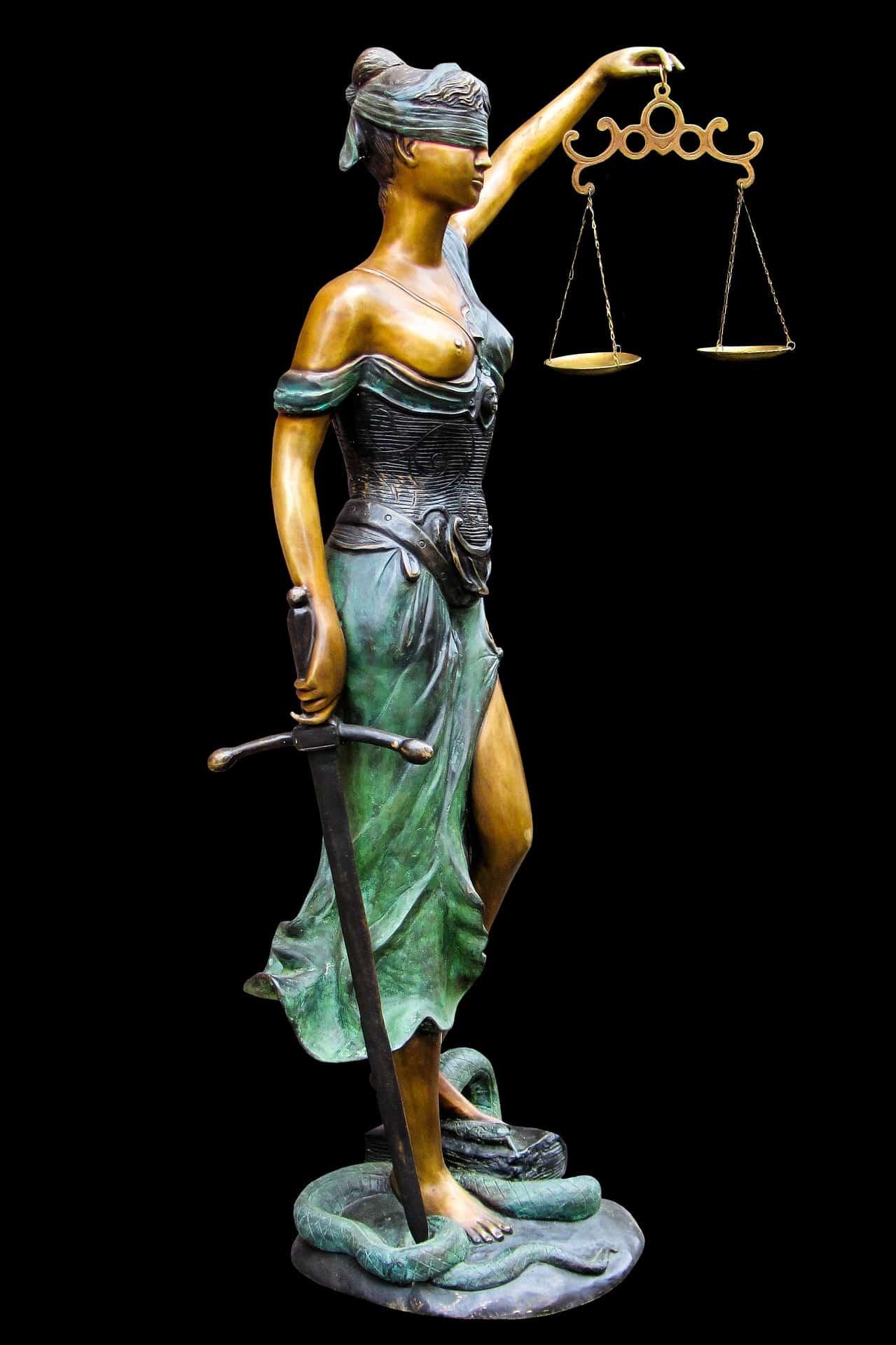 Ügyvéd, bojtár, ügyész, bíró, jogász