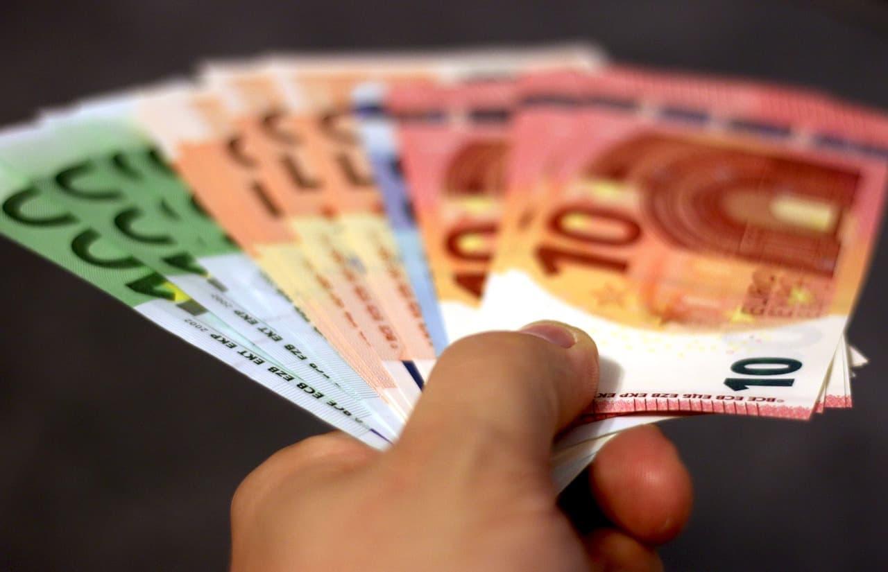 Behajtási költségátalány: akár már 1 napos késés is 40 Euroba kerülhet?