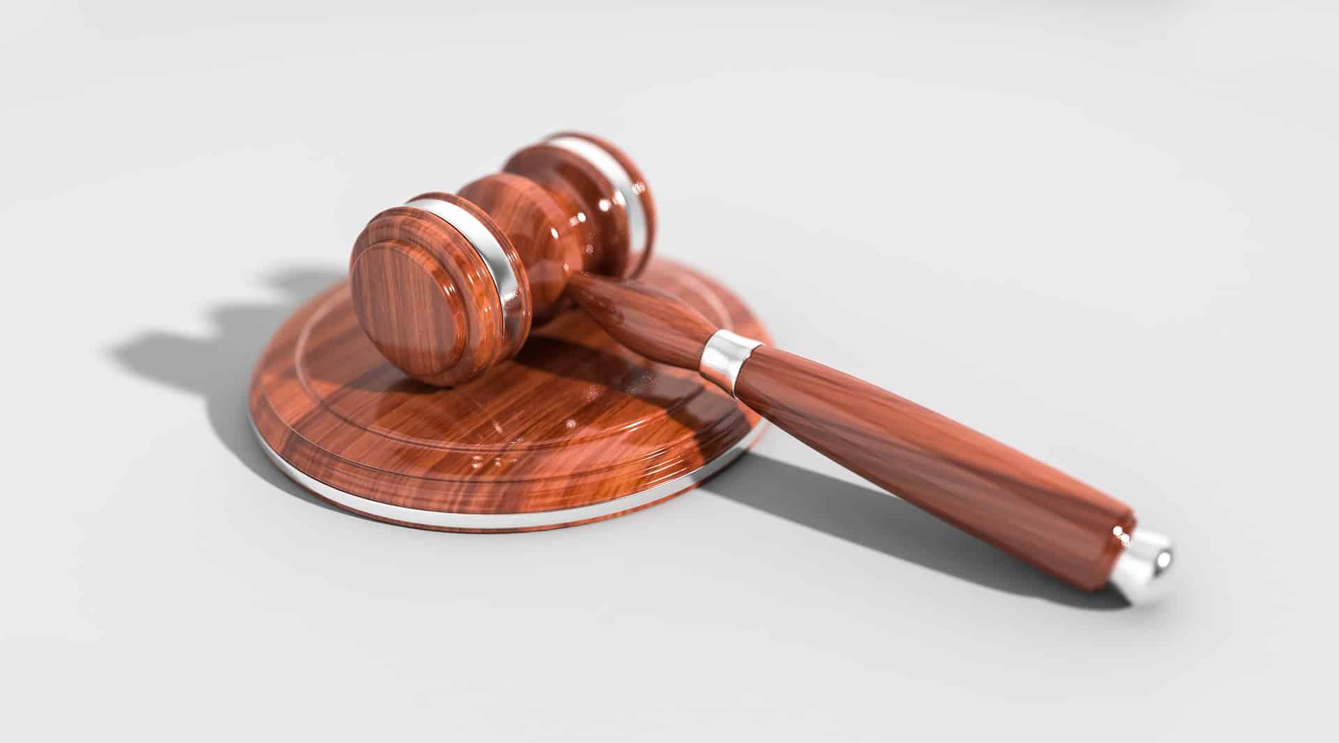 Hazai bíróságok: ki dönti el, hogy kinek van igaza? - Érthető Jog