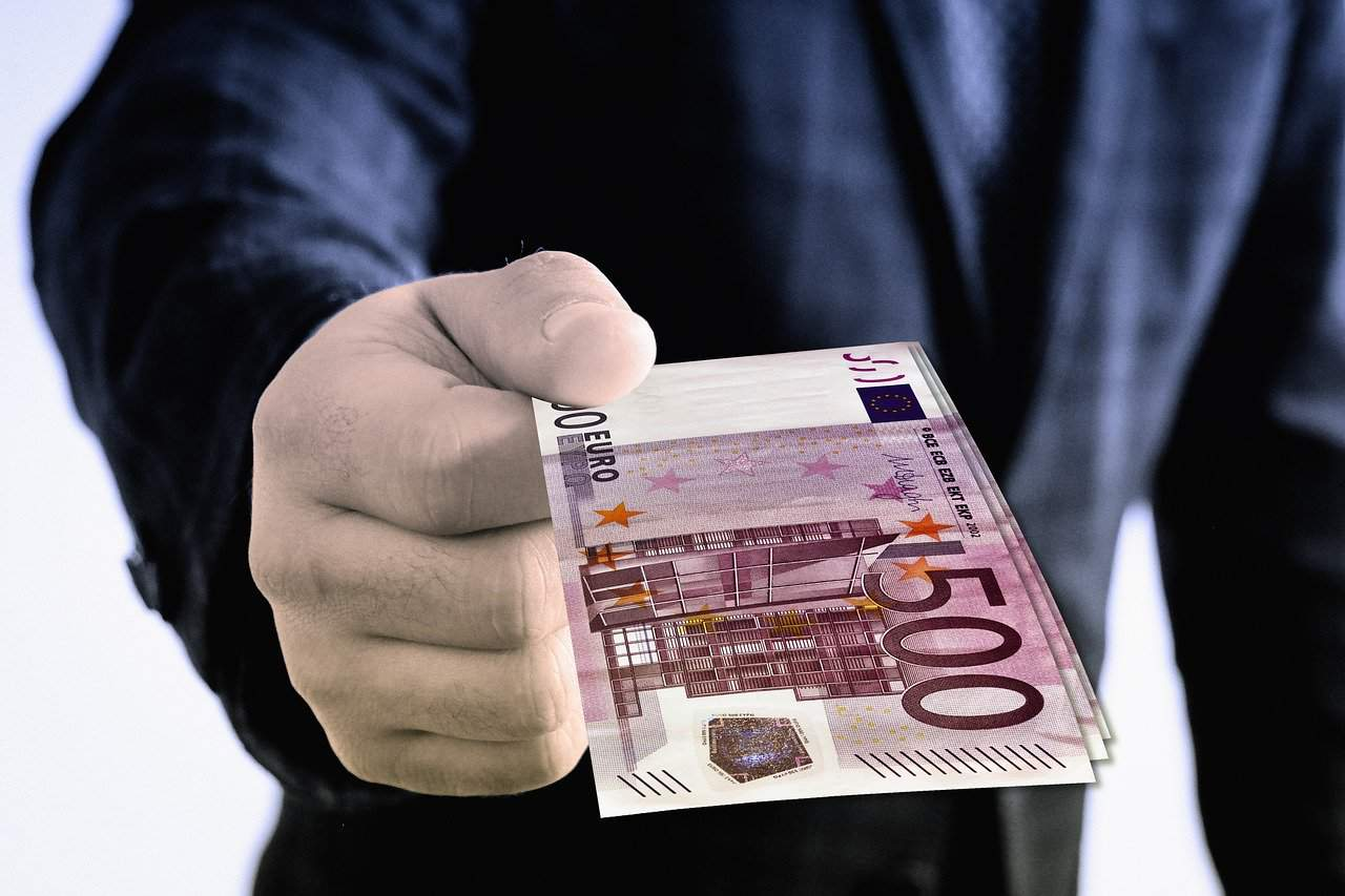 Kötelező lehet a prémium fizetés? - Érthető Jog