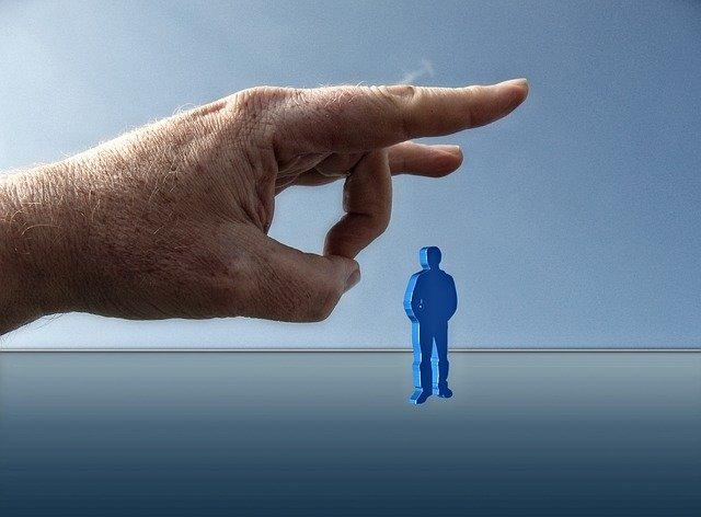 A munkakapcsolat megszüntetése: felmondás, leépítés, lemondás, felmentés?